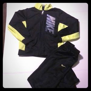 Boys size 7 Nike pants and jacket set